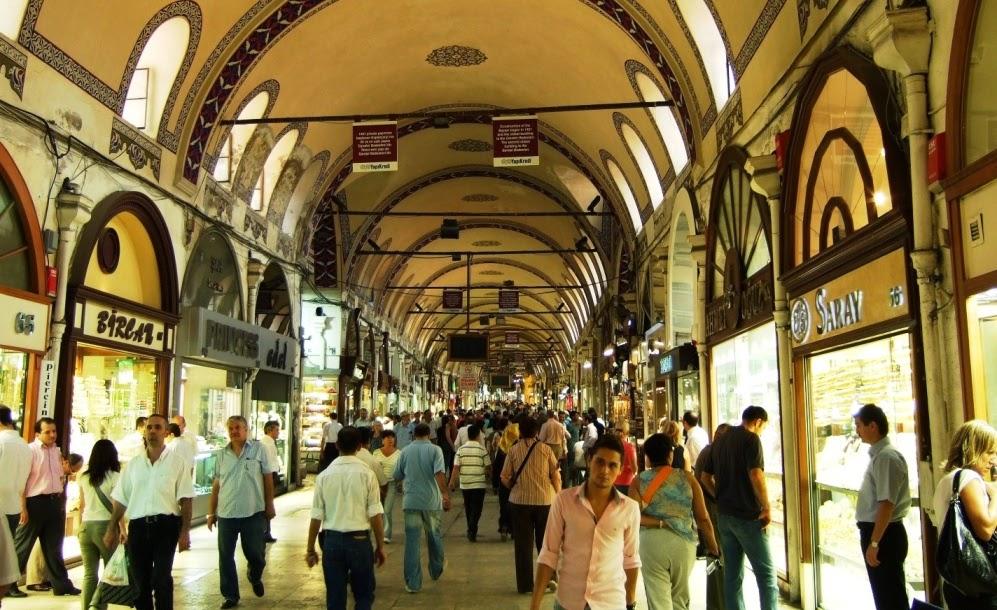 Compras no Grande Bazar de Istambul