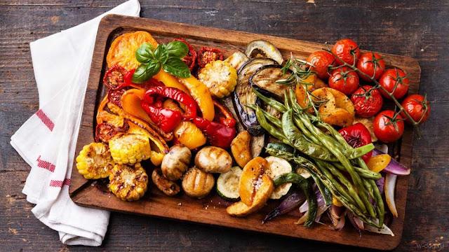 запеченные помидоры, баклажаны, картофель, лук, фасоль
