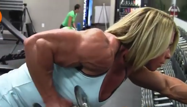 Video Stunning Muscle Female bodybuilding, bulging with power