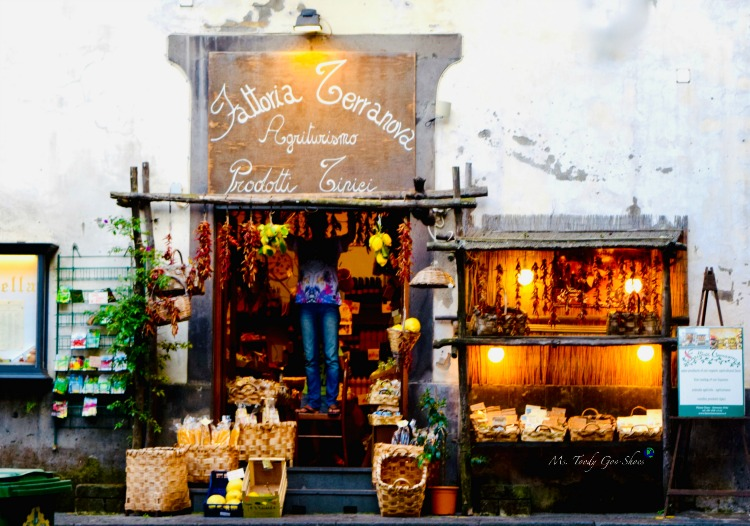 Are you seduced by a charming storefront? This one is in Sorrento, Italy | Ms. Toody Goo Shoes