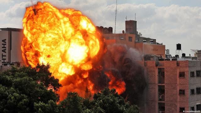 אידישע נייעס אין מלחמה זאנע: מדינת ישראל פארשארפט זייערע באמבארדירונגען