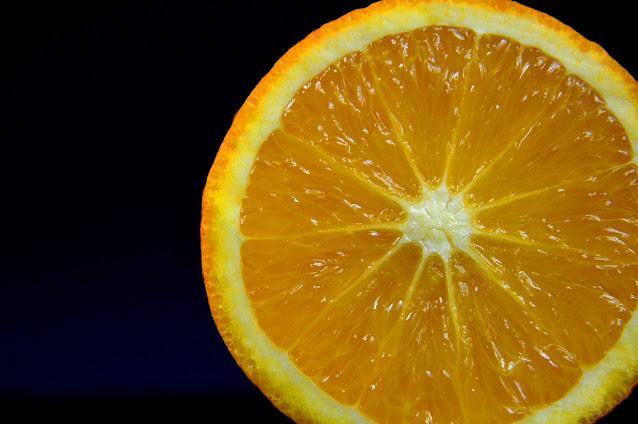 Investigación del sangrado de la encía, gíngiva relacionada con la vitamina C, ácido ascórbico