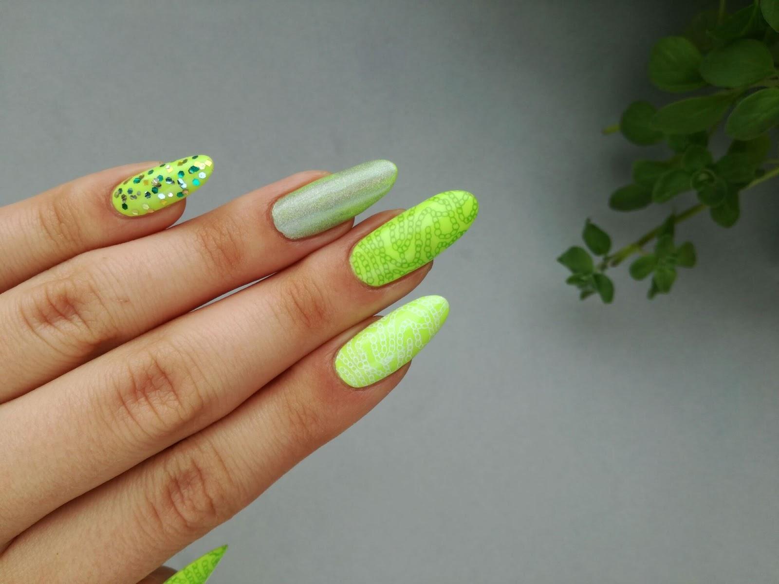 odblaskowe paznokcie