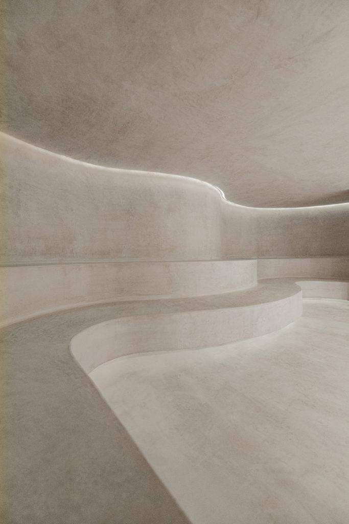 Blanco, formas, colores suaves en la arquitectura de The Well