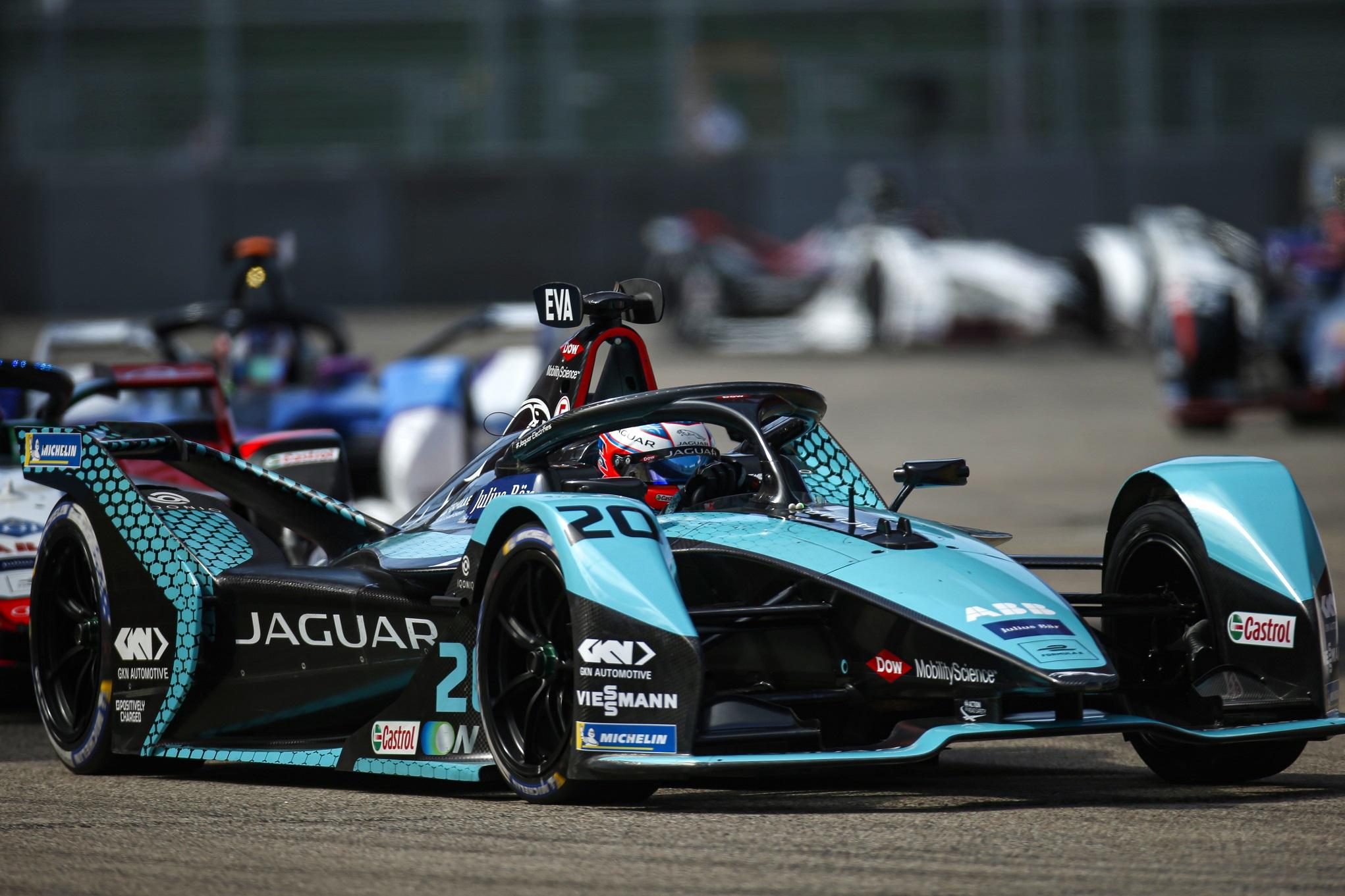"""ميتش إيفانز يفوز مع """"جاكوار للسباقات"""" في بطولة الفورمولا إي"""