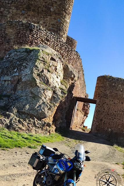 puerta exterior Castillo de Montizón