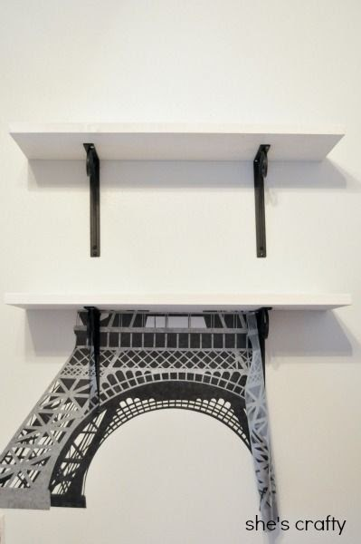 How to apply large Eiffel Tower decal to wall