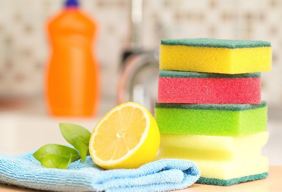 Cómo desinfectar tus esponjas y paños de cocina