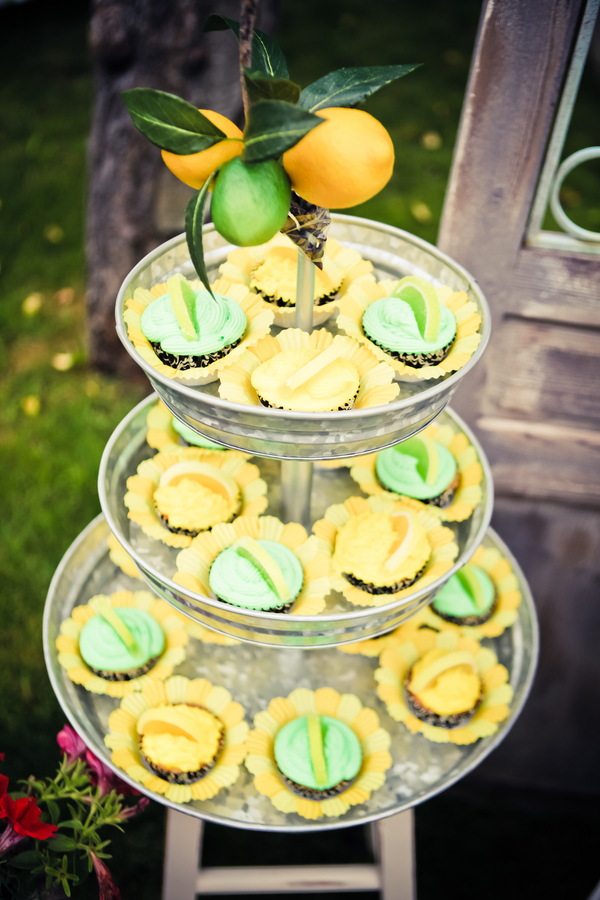 lemon+lime+green+yellow+citrus+orange+modern+ombre+birthday+party+wedding+theme+shower+baby+kids+kid+children+child+7up+seven+up+theme+photo+backdrop+lemonade+stand+retro+vintage+heather+lynn+photographie+13 - Heads up, Seven-Up!
