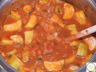 Mancare de dovlecei de casa reteta taraneasca de post cu dovlecel zucchini ceapa rosii ardei retete culinare mancaruri cu legume tocana tocanita sos tomat,
