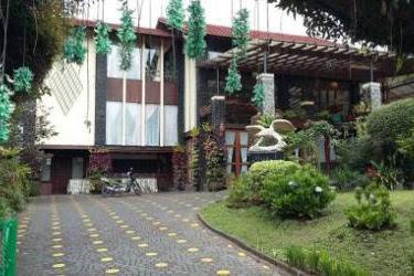 Villa Gartik Istana Bunga - Villa 6 Kamar Dengan Living Room