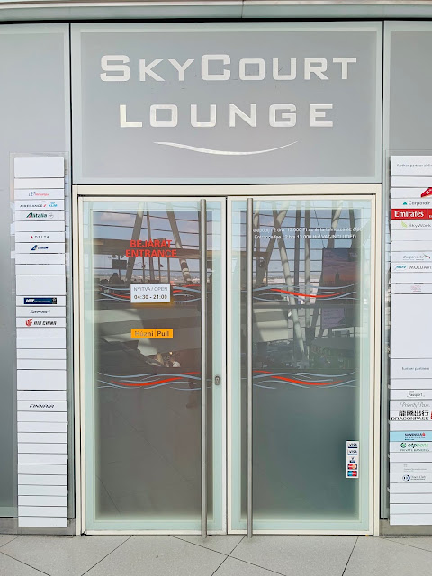 LOT Polish Airlines LO31 Business Class Boeing 787-8 Dreamliner Lounge at Budapest Airport
