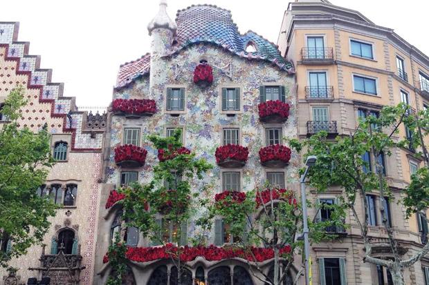 Sant jordi 2016 el d a que las rosas y la literatura se apoderan de barcelona - Casa del libro barcelona rambla catalunya ...