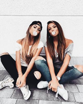 amigas sentadas con chicle fotos tumblr
