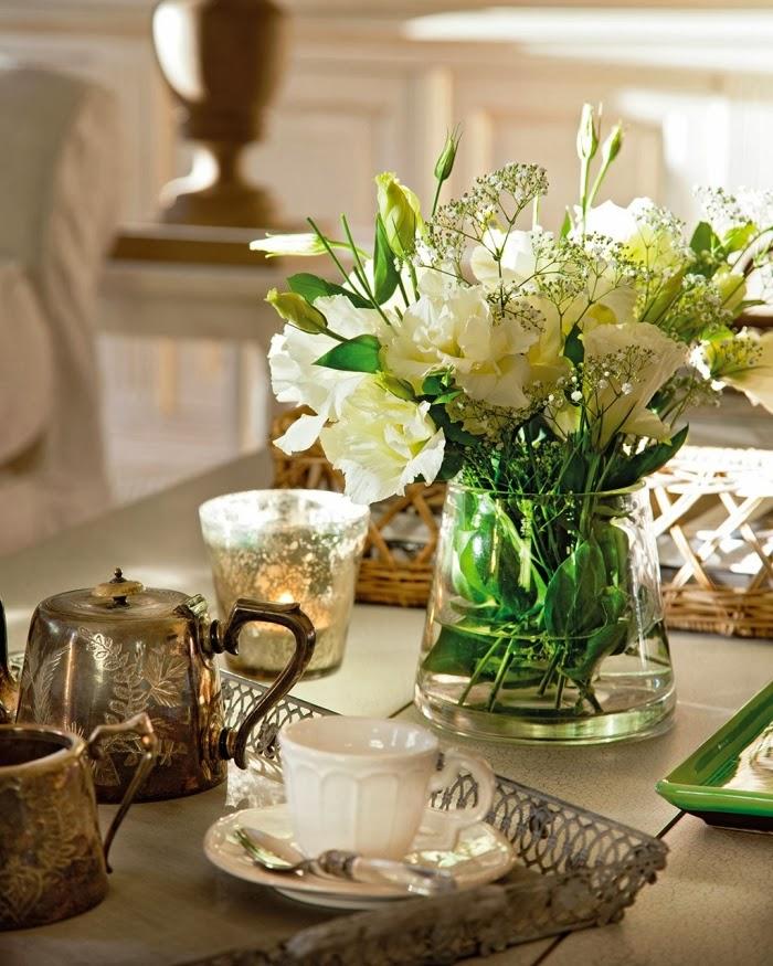 Dom w Hiszpanii z turkusowymi okiennicami, wystrój wnętrz, wnętrza, urządzanie domu, dekoracje wnętrz, aranżacja wnętrz, inspiracje wnętrz,interior design , dom i wnętrze, aranżacja mieszkania, modne wnętrza, styl francuski, styl rustykalny,