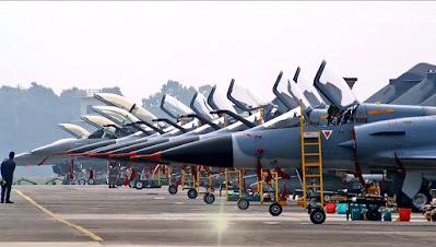 india defence news: कोरियाई रक्षा मंत्री भारतीय सेना के पैराट्रूपर्स द्वारा किए गए अभ्यास में शामिल हुए हैं