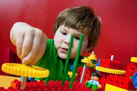 jam dalam sehari akan mengalami ganguan fisik Permainan Lego Untuk Atasi Kecanduan Gadget pada Anak