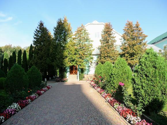 Банчены. Свято-Вознесенский монастырь