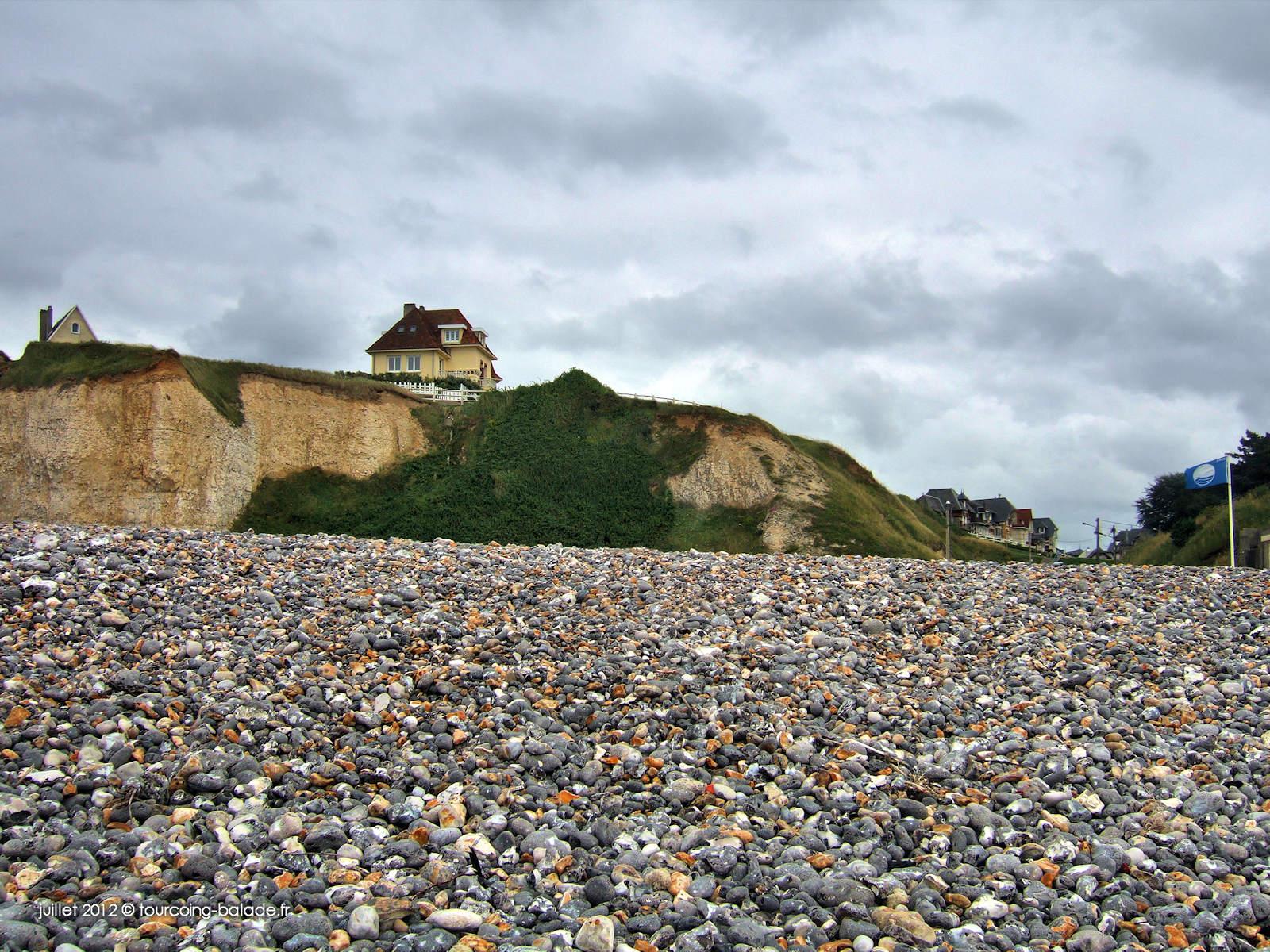 Criel-sur-mer, Normandie - Falaises et plages de galets.