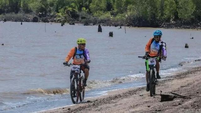 Event Bersepeda Menyusuri Rawa di Pulau Cawan Inhil