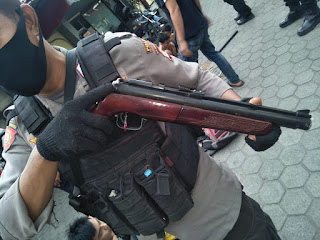 Polisi Sita Senapan Angin, 4 Ketapel dan 20 Anak Busur Dilokasi Tawuran di Jalan Barukang