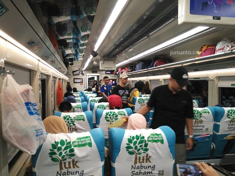 foto interior kereta api taksaka