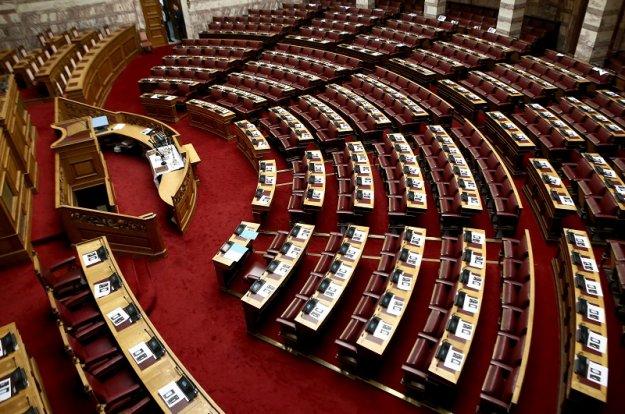 Αναδρομικά διεκδικούν και οι υπάλληλοι της Βουλής