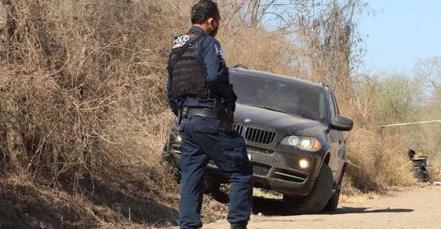 """Encuentran a 3  personas muertas dentro de una camioneta de lujo a nombre de una hermana de """"El Chino Ántrax"""""""