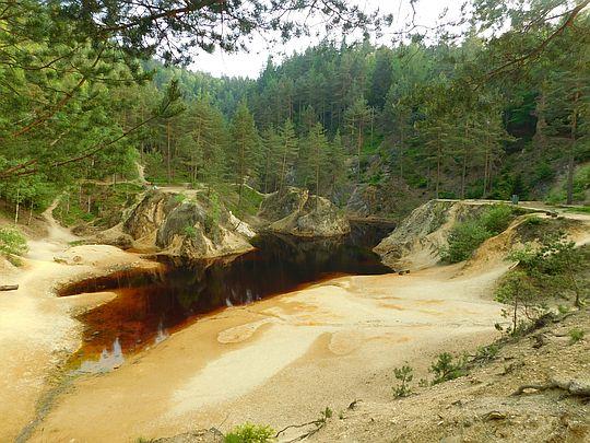 Jeziorko Purpurowe z wierzchowiny skały.