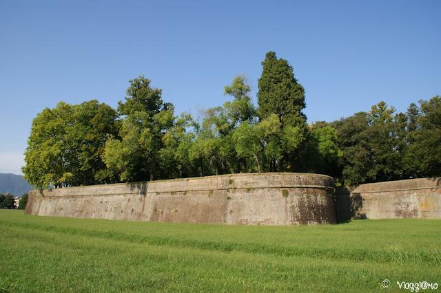 Le mura rinascimentali di Lucca rappresentano la terza cinta muraria della città