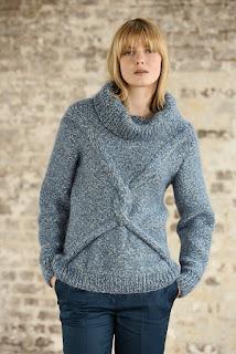 Серо-бирюзовый свитер со смещенными косами