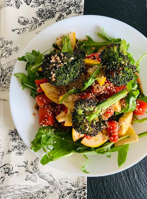 Fruchtiger Sommersalat #Rezept #glutenfrei #vegan, Wassermelone, Zucchini, Brokkoli, Rucola, schnell, einfach, leicht