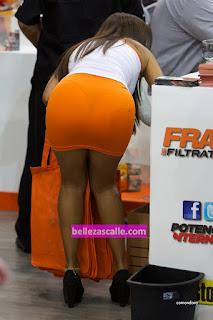 Sexy modelo minifalda