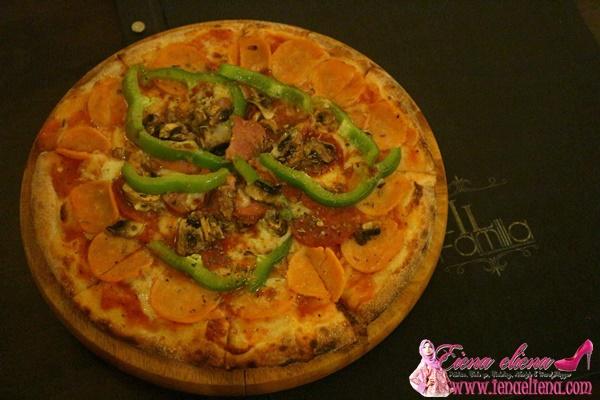 La Familia pizza