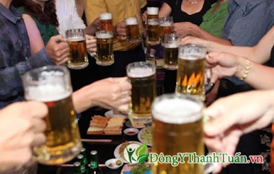 Uống bia rượu nhiều là nguyên nhân gây nên bệnh nóng gan