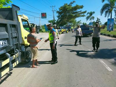 Jajaran Polres Lombok Tengah Razia Dump Truck di Bay Pass BIL