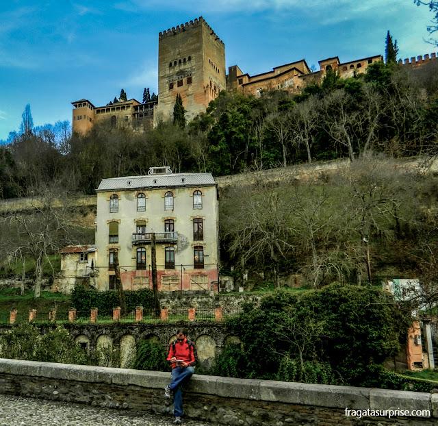 Granada - Andaluzia - a Alhambra vista do Paseo de los Tristes