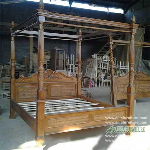 tempat tidur model kanopi ukiran cempaka