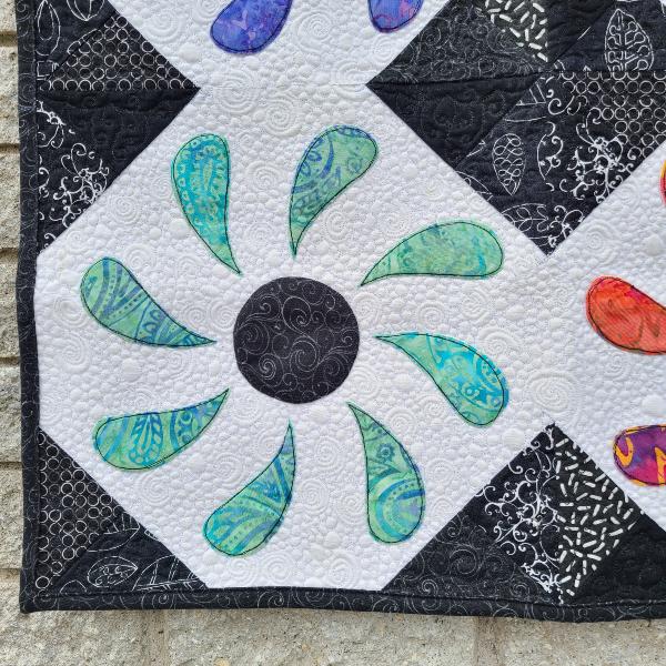 Flower Box mini quilt pattern | DevotedQuilter.com