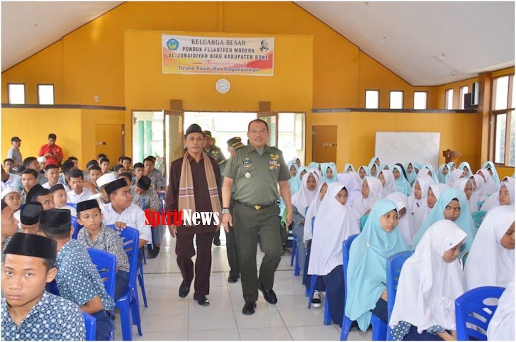 Kasrem 141/Tp, Pimpin Kunjungan di Pondok Pesantren Modern Al - Junaidiyah Kab. Bone