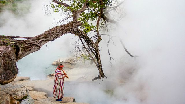 Um rio de águas ferventes no centro da Amazônia peruana