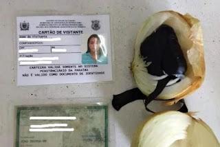 Mulher é presa tentando entrar em presídio com aparelho relógio-celular dentro de uma cebola