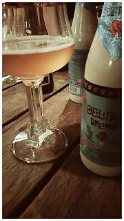 soiree-entre-amis-biere-delirium-verre