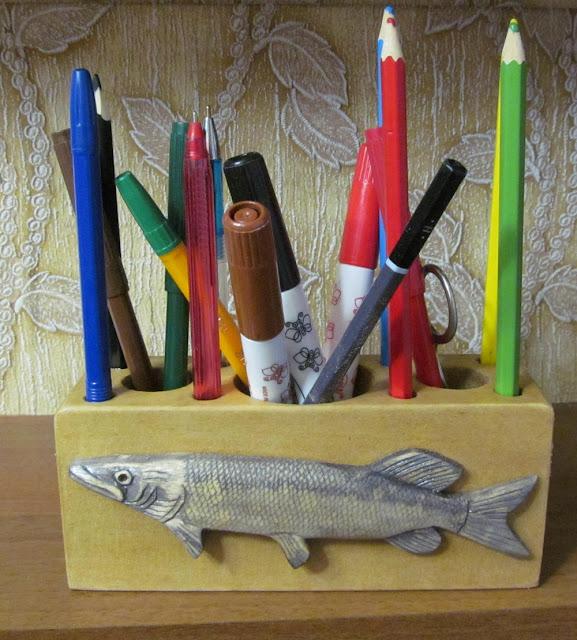 деревянная резная карандашница