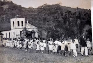 Procissão em homenagem a Santa Luíza, padroeira da colônia. Década de 1940-1950.