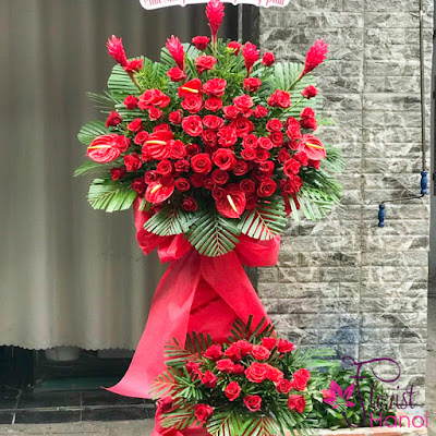 Red flower stand