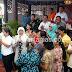 Mensos RI Lantunkan Lagu 'Sekuntum Mawar Merah' Saat Pembagian PKH Di Nias