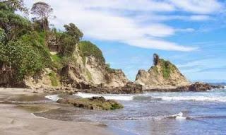 Pantai Teluk Penyu di Cilacap