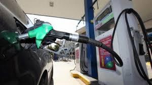 Σταθερές οι τιμές της βενζίνης στην Ελλάδα παρά τις ανατιμήσεις στη διεθνή αγορά