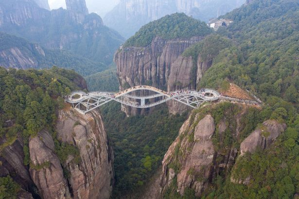 'Too good to be true ! ' Glass  bridge long 3268ft  in China so scary that people thought it was fake